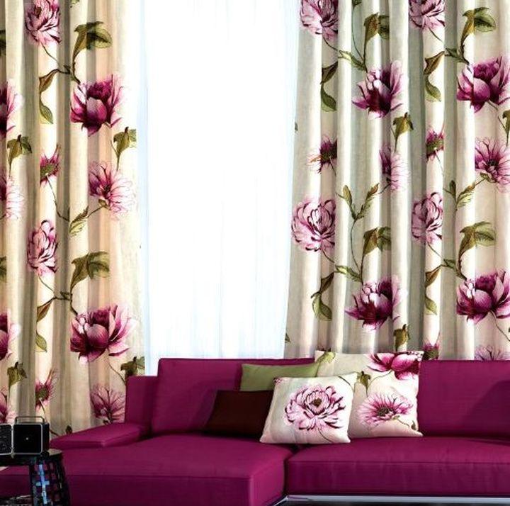Сочетание штор с диванными подушками