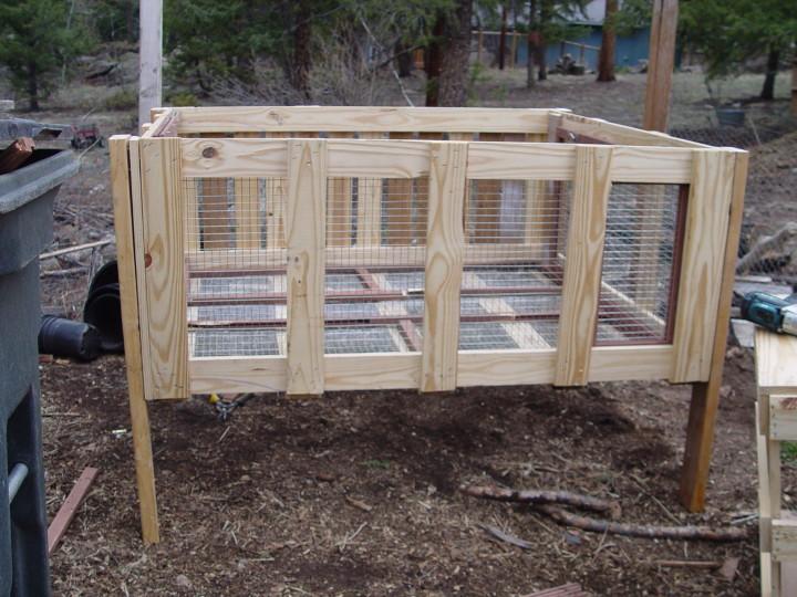 Деревянная клетка для кроликов