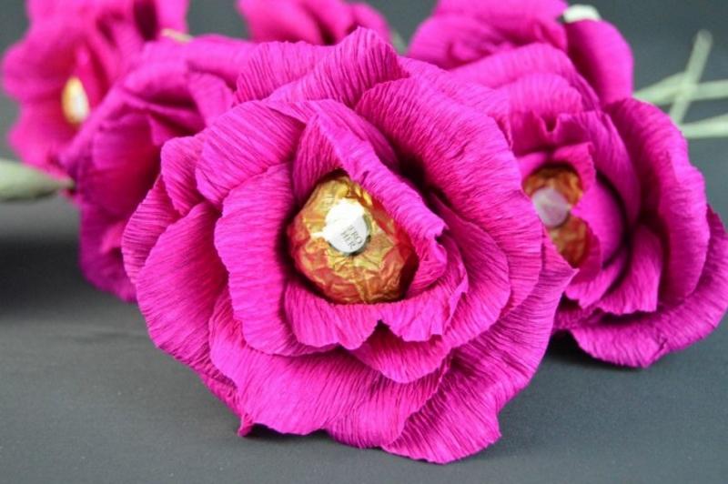 Конфеты в гофрированных цветах