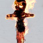Фото 33: Горящее чучело масленицы - знак жизни