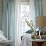 Фото 33: Льняные полупрозрачные шторы в гостиной