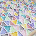 Фото 109: Лоскутное покрывало из треугольников с бахромой