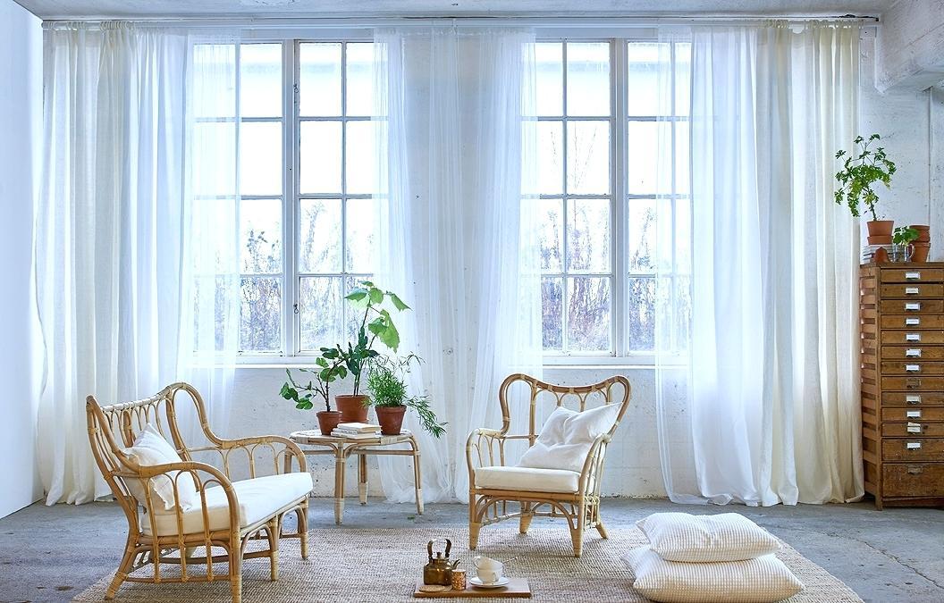 Светлые полупрозрачные шторы