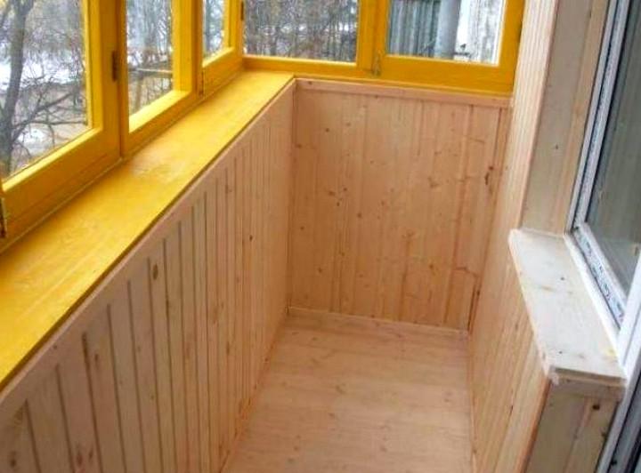 Отделка-балконов-вагонкой-