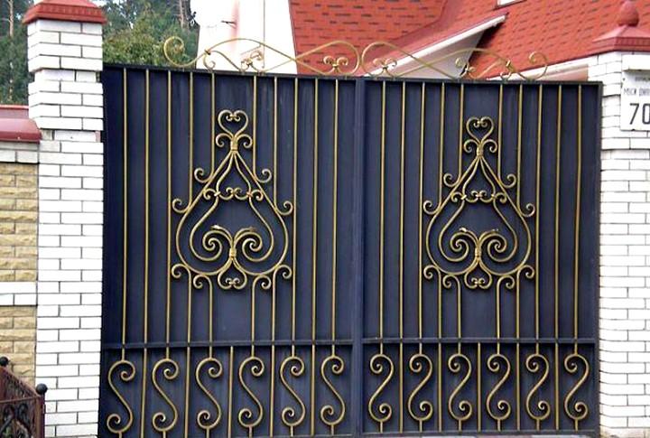 Преимущества и особенности кованых ворот