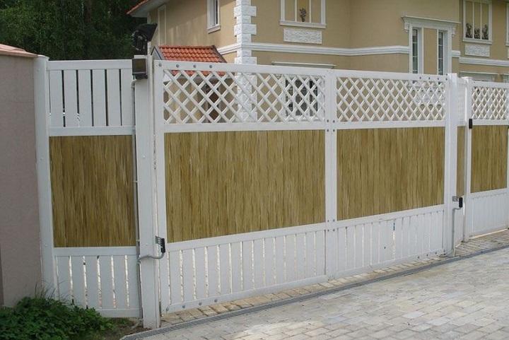 Дачный забор из пластиковых секций