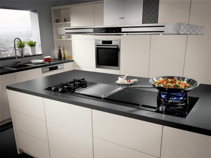 Электрическая газовая плита на кухне