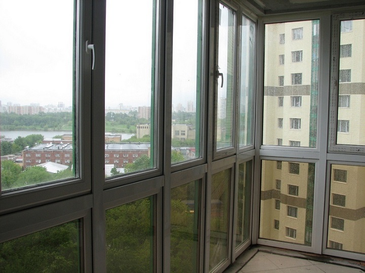 Оригинальное панорамное остекление балкона