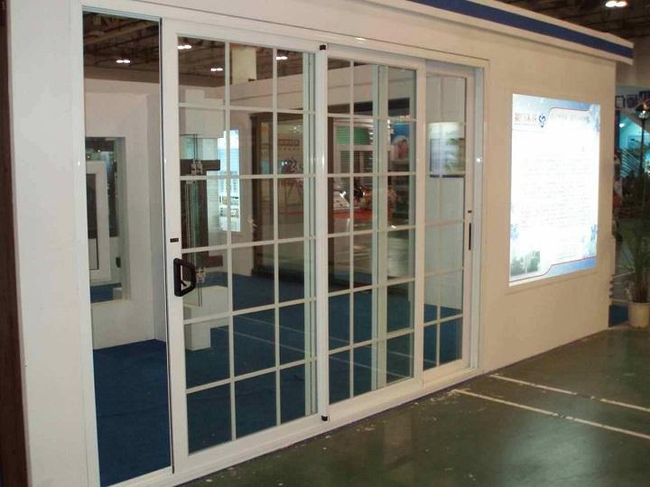 Металлопластиковая дверь для панорамного остекления