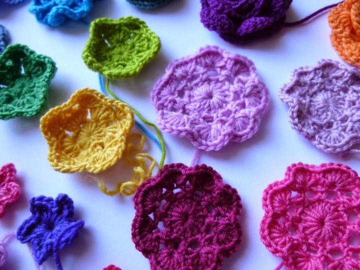 Красивые вязаные цветы: как сделать?