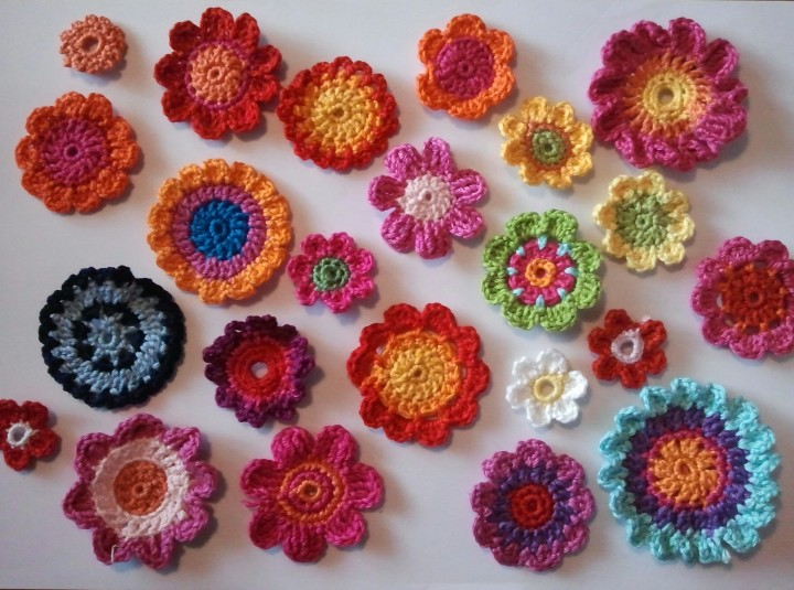 Красивые цветы, связанные крючком