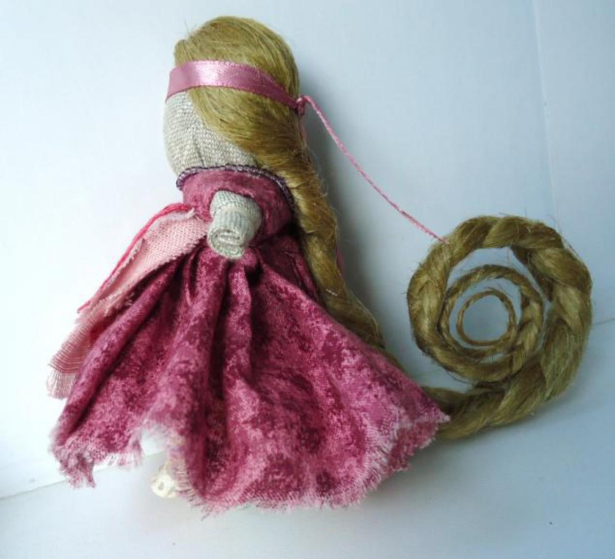 Кукла - берегиня с длинной косой