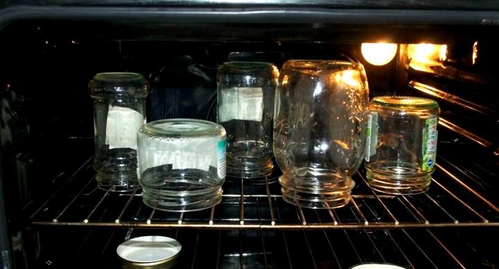 Как стерилизовать банки в духовке