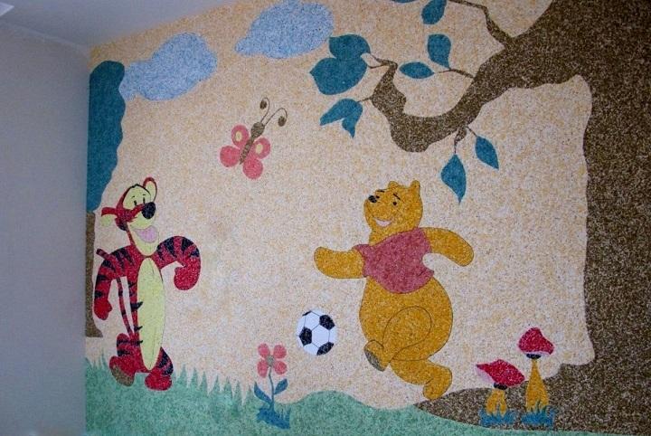 Декорирование жидкими обоями с рисунком стен детской комнаты