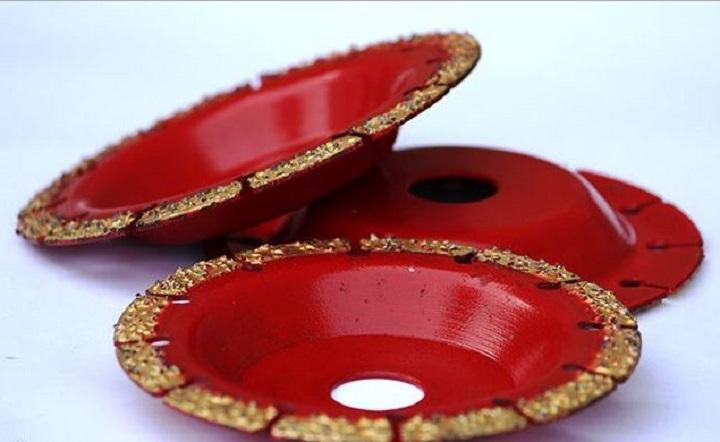 Тарельчатый диск с периодическими прорезями в кромке и напылением абразива для УШМ