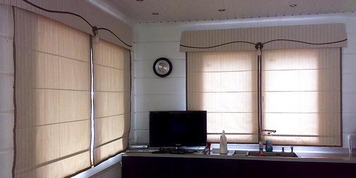 Римская штора в офисе
