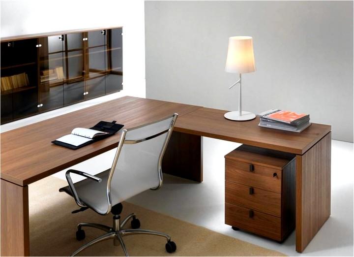Угловой стол для кабинета