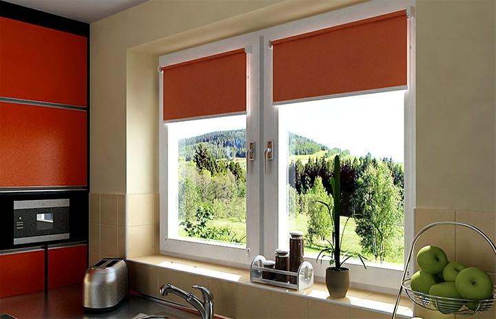рулонные шторы на кухне2