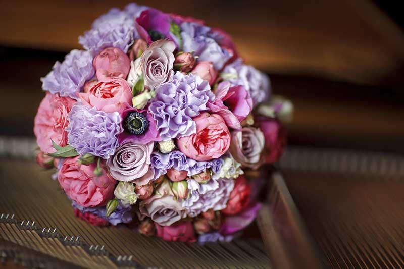 Фото круглого букета с розами