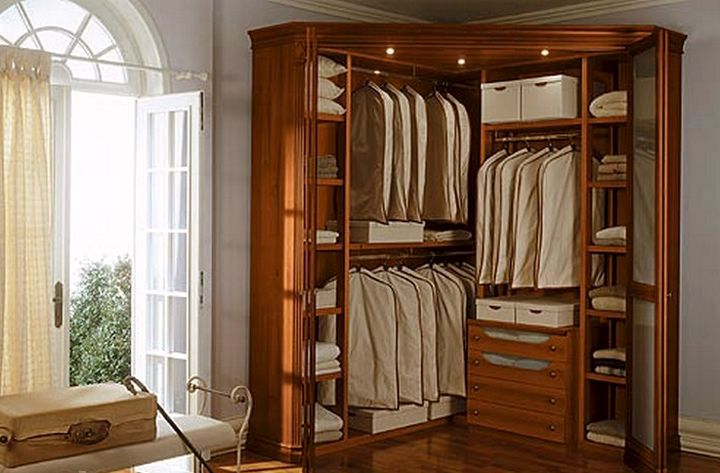 Наполнение углового шкафа купе в спальне