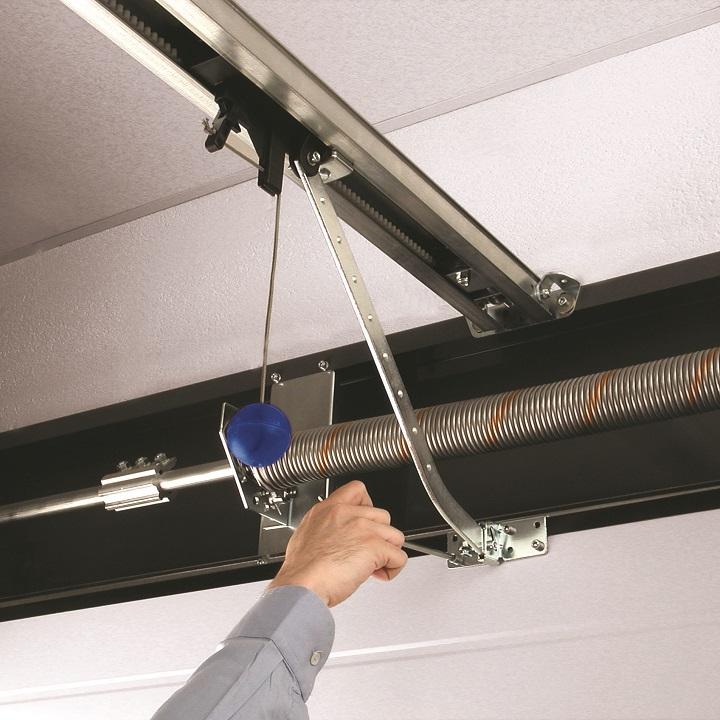 Монтаж электропривода секционных гаражных ворот