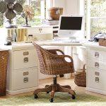 Фото 61: Угловой стол в спальне с ящиками