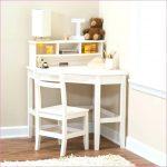 Фото 35: Маленький угловой стол с надстройкой