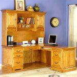 Фото 36: Угловой стол из массива дерева с надстройкой
