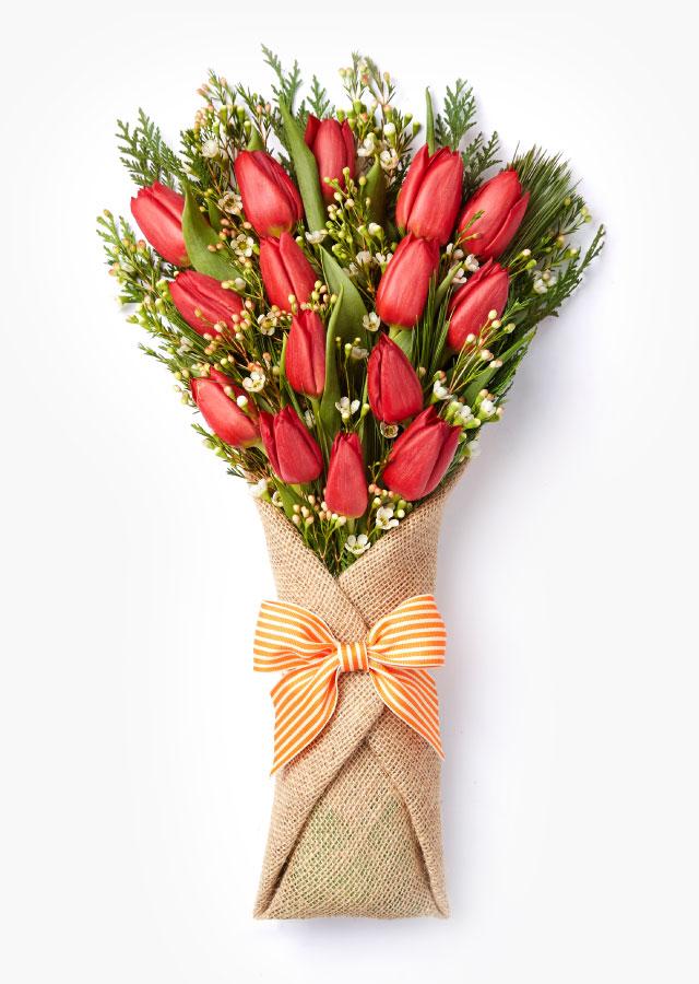Букет тюльпанов с параллельном стиле