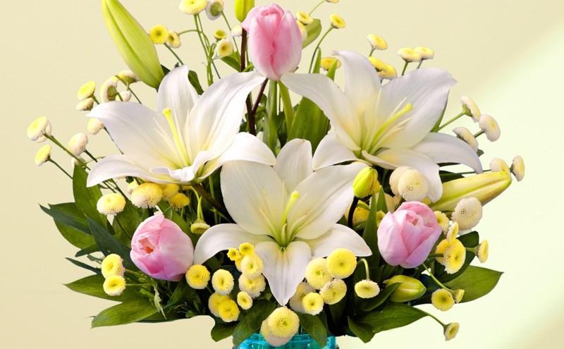 Букет с лилиями в параллельном стиле фото