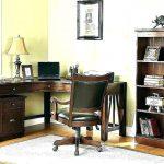 Фото 69: Письменный стол в кабинете