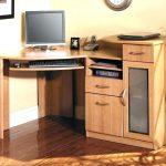 Фото 24: Угловой компьютерный стол из массива