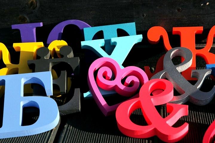 Нанесение букв на декоративные элементы