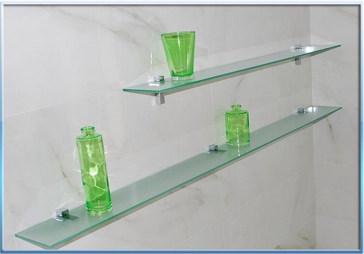 Применение стеклянных полок в различных уголках дома