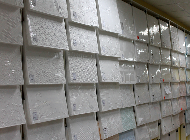 Разновиности плитки для потолка