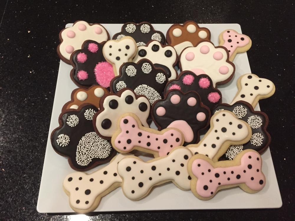 Печенье в виде косточек и лапок