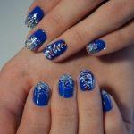 Фото 73: Новогодний маникюр на короткие ногти