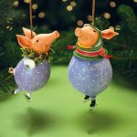 Фото 27: Игрушки на елку в виде свинок
