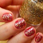 Фото 77: Красный маникюр на короткие ногти с блестками