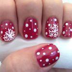 Фото 78: Красный маникюр со снежинками на короткие ногти