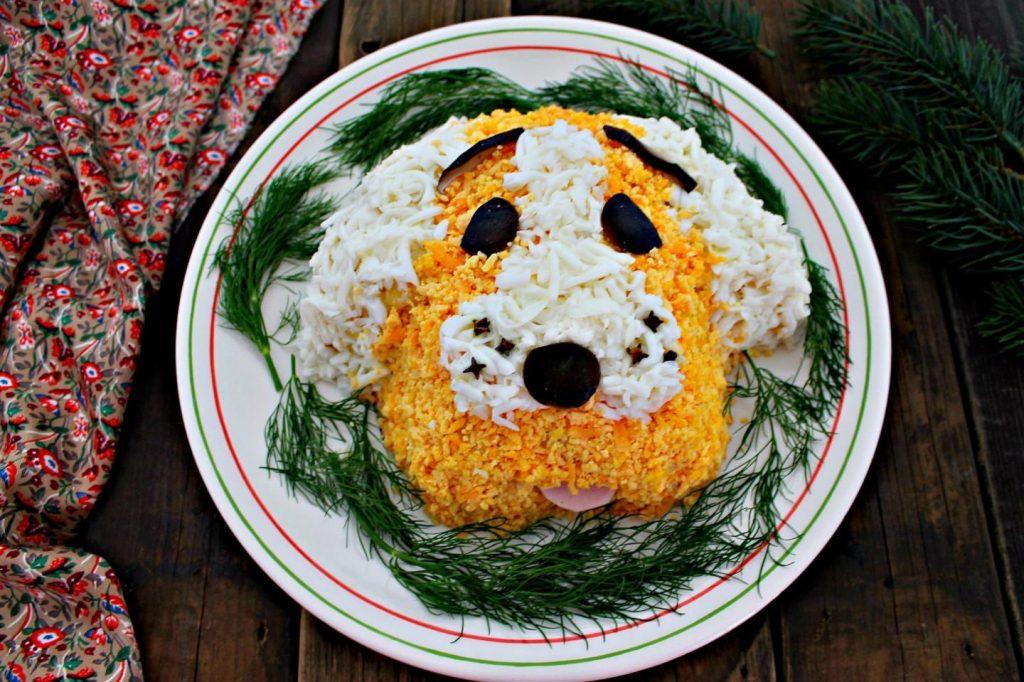 Новогодний салат в форме собачки