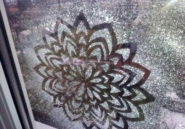 Трафаретная роспись окон