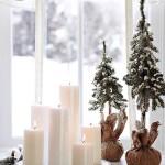 Фото 13: Свечи на новогодних окнах