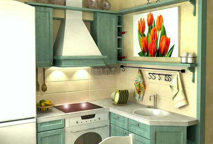Дизайн маленькой кухни с большим холодильником