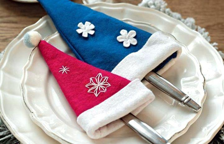 Кармашки для столовых предметов новогоднего стола.