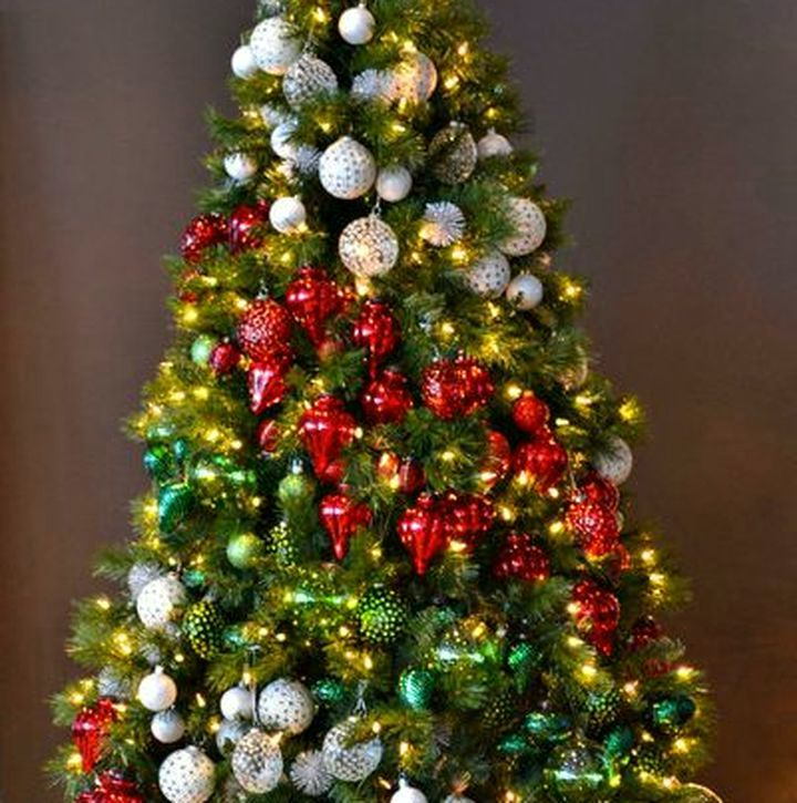 Радужный декор новогодней елки