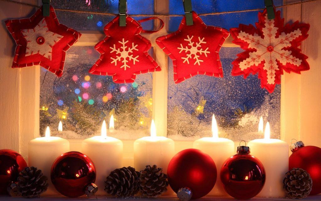 Оформление Новогоднего окна свечами