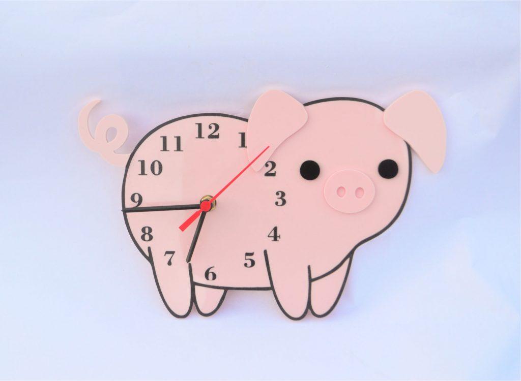 Часы-свинка