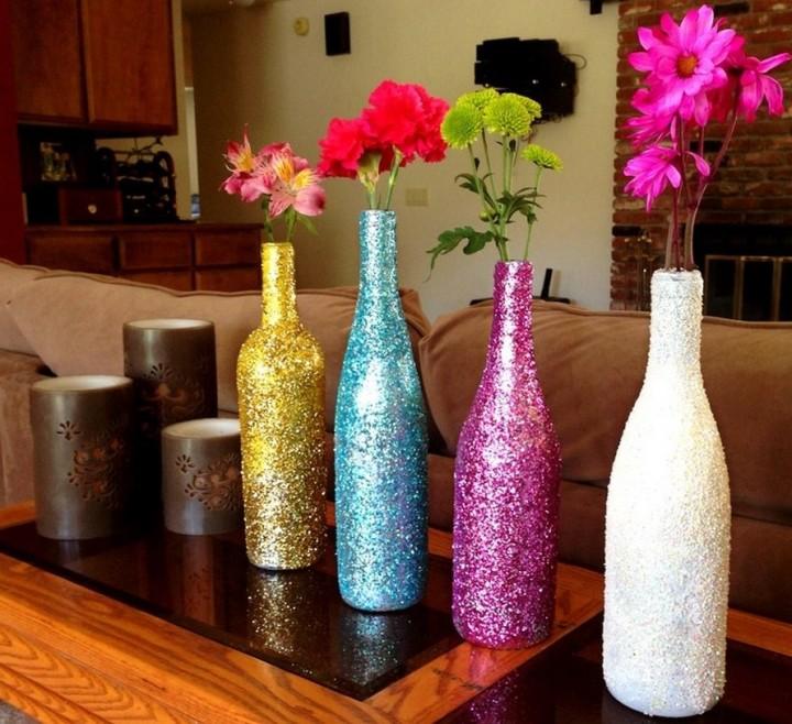 Поделки из стеклянных бутылок украсят любую комнату