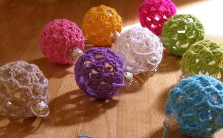 Вязанные шарики на елку